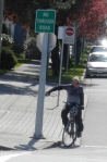 Vancouver BC, Intersection of local street with arterial street, Cyclist-activated traffic signal ©Photograph by H-JEH Becker, 2012
